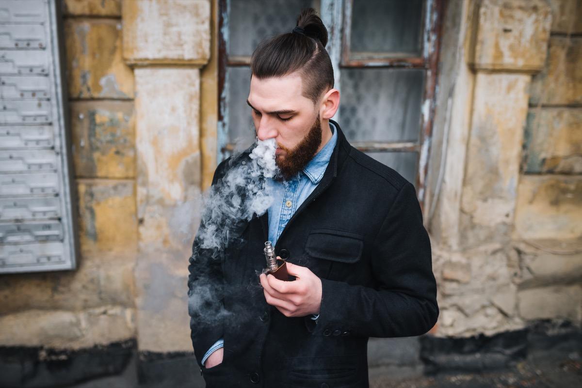 Cigarette électronique : est-ce qu'elle contient des additifs alimentaires ?